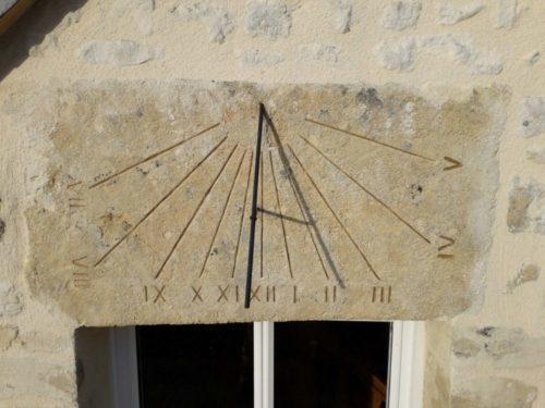 Cadran solaire linteau