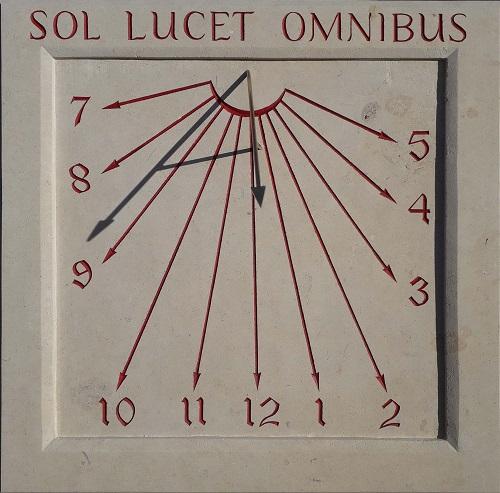 Cadran solaire en pierre de Caen