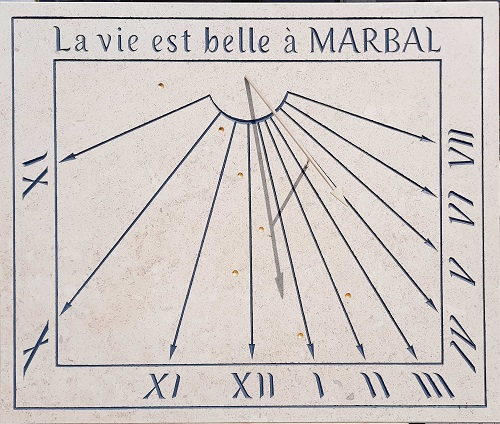 Réalisation d'un cadran solaire en pierre. Constellation la grand Ours en feuille d'or.