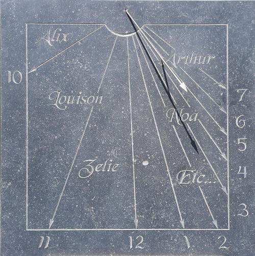 Réalisation d'un cadran solaire en pierre bleu du Hainaut