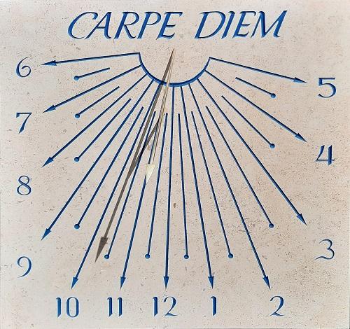 Cadran solaire avec devise Carpe Diem